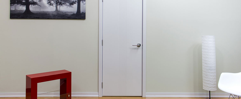 Плюсы и минусы белых межкомнатных дверей